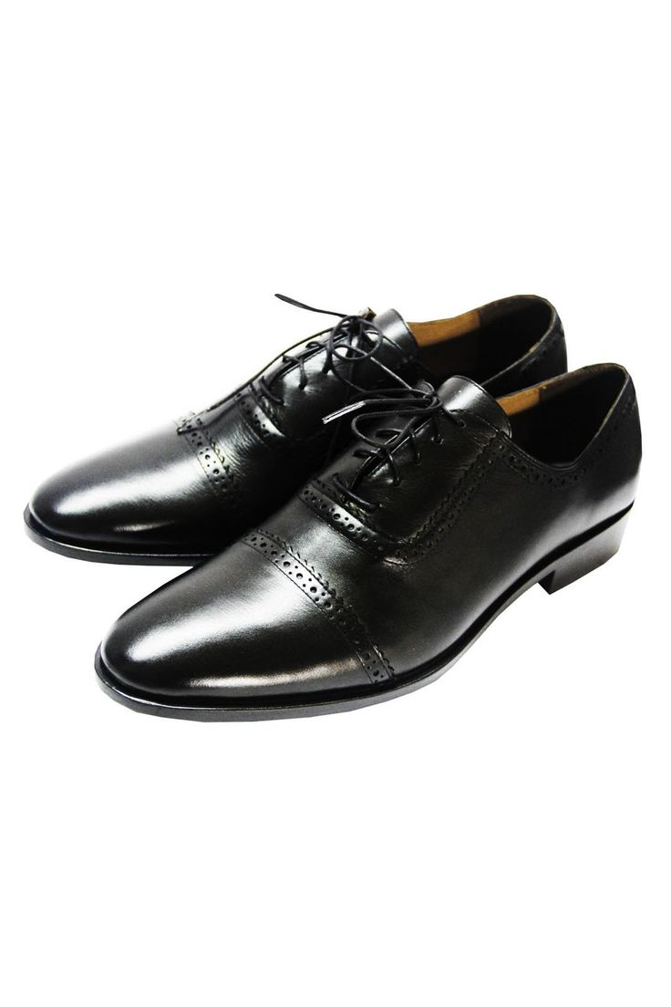 The Mantorii Oxfords - An absolute classic and the most formal choice. Features enclosed lacing, blake stitching and full grain leather. Great for interviews, in short an essential shoe. #MensWear #MensStyle #MensFashion #InStitchu