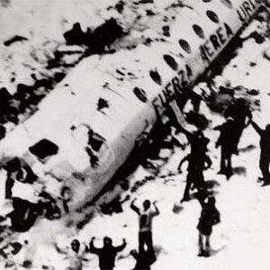 16 survivors of the Andes plane crash of Uruguayan Air Force in 1972 in a remote region of the Andes. 45 people on board were traveling from Montevideo to Santiago in Chile, including a team of rugby players. There were five crew members. The aircraft crashed into the Andes and fell. Sixteen people were killed immediately, and the 29 survivors, 13 were dying over the 72 days they were stranded on the mountain. To survive those who were alive were eating the dead.