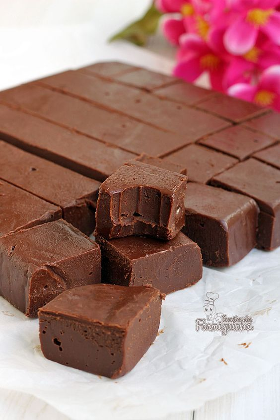 Quadradinhos macios saborizados com Nutella! Esses fudges vão fazer você querer comer um atrás do outro...