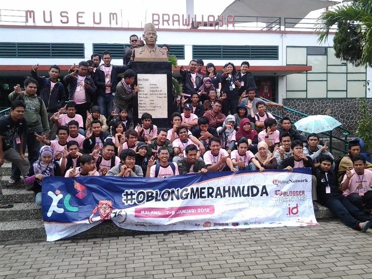 Foto bareng Blogger lintas daerah depan Museum Brawijaya Malang :)