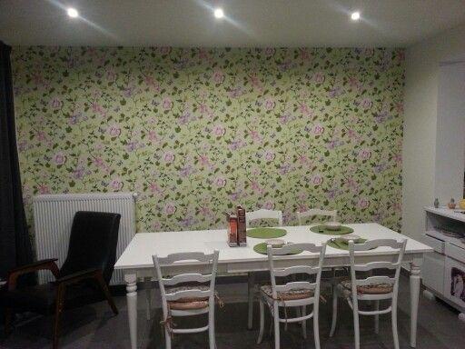Gezellig om te eten, 1 muur behangen met pip studio.