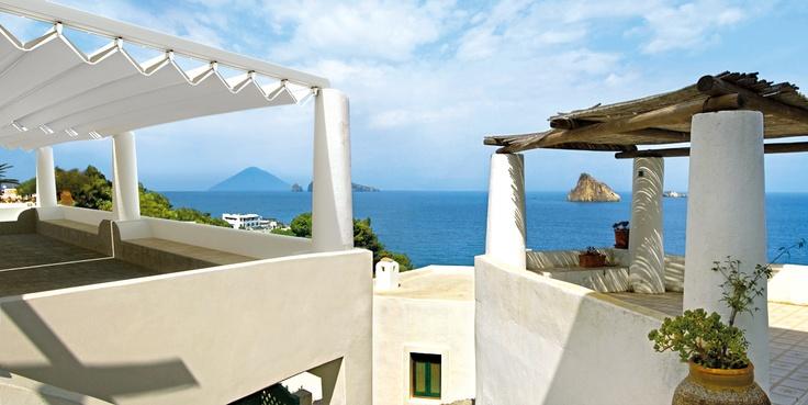 Pavilioane Fly, pergole Gibus retractabile, design deosebit si eficienta maxima pe terase  si plaje insorite de litoral. Pavilioane perfecte pentru relaxare protejati de radiatia solara. pavilioane pergole eficiente la un pret excelent.