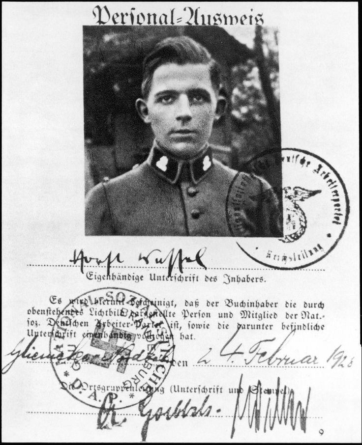 Horst Wessel (1907-1930). Miembro de las S.A. y presunto autor del himno Die Fahne Hoch, también llamado Horst Wessel Lied, oficial del Partido Nazi.  De vida turbia, fue asesinado por comunistas y convertido por Goebbels en oportuno mártir del nazismo. en.wikipedia.org/wiki/Horst_Wessel