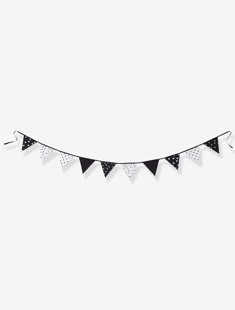 Die Wimpel-Girlande mit unterschiedlichen Mustern in Schwarz-Weiß ist eine tolle Dekoration für Ihr Kinderzimmer. Die Deko-Wimpelkette lässt sich einfach an der Wand oder am Fenster befestigen und sieht überall gut aus. Produktdetails:Girlande: Baumwolle und Chambray. Länge 3 Meter. Wimpel: 17 x 17 cm.;