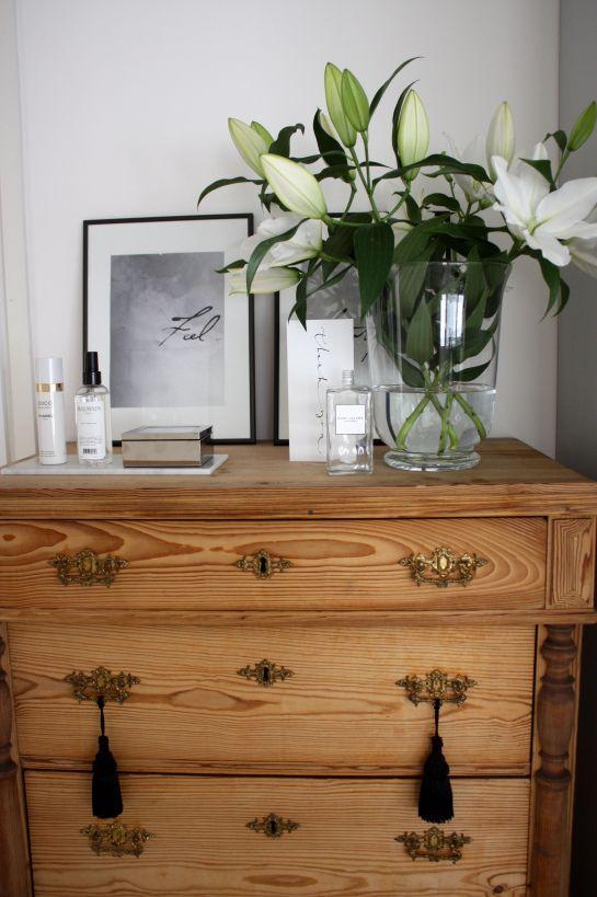 homevialaura #antique #dresser #lilies #flowers #chanel #balmain #tassels #marcbymarcjabobs #ylva #skarp