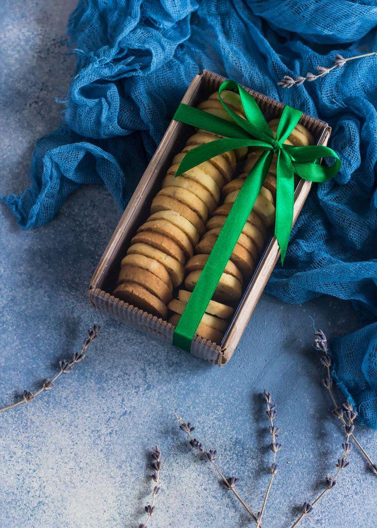 Вы думаете это просто песочное печенье, вкусное и нежное, тающее во рту? Да, вы правы, но мы немного разнообразили вкус, добавили лаванду, а можно мяту, а с розовыми лепестками пробовали? 😉😉😉Попробуйте, необычно вкусно💥💥💥 Отличный подарок коллегам, да и себя побаловать🎁 Коробочка доступна в разделе подарки на нашем сайте cardamonclub.ru. Укажите количество, время и удобную дату доставки. Дальше мы позаботимся о вашем заказе) 🍭Красиво упакованная коробочка с печеньем вес 200 гр. Цена…