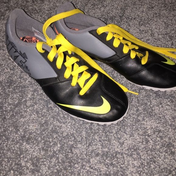 NIKE TURF SHOES Never worn turf shoes in size 7! feel free to offer! Nike Shoes Sneakers