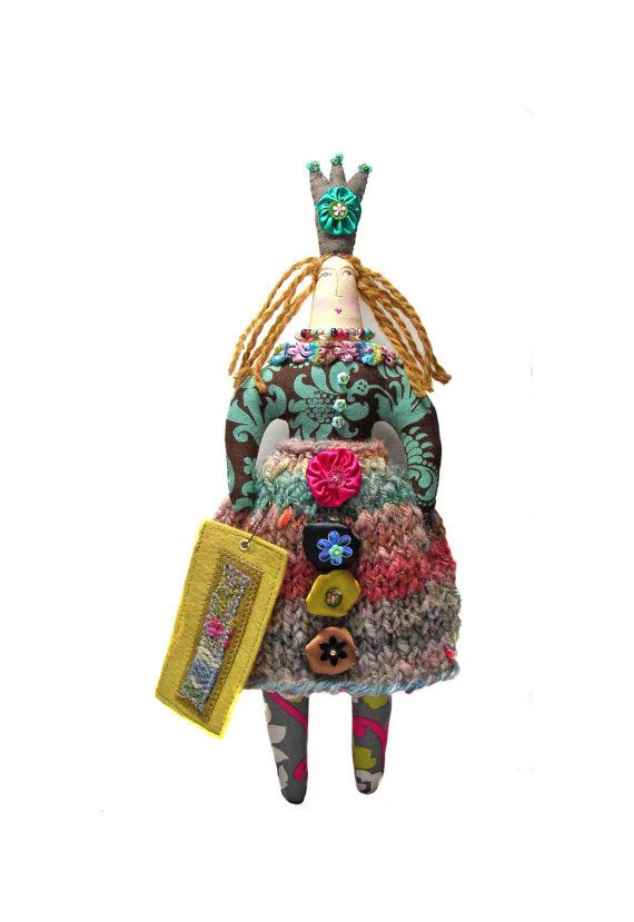 SALE Textile Art Cloth Queen Doll. Larger di theresahutnick