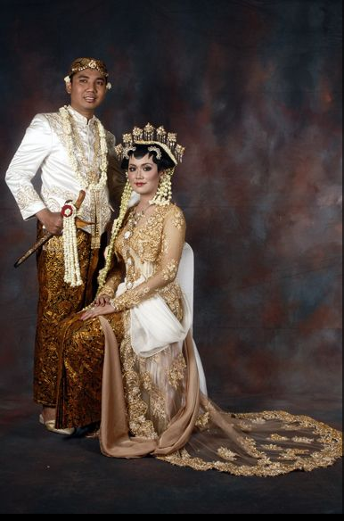 Sanggar Nanin Fadlan adalah tata rias pengantin dan berbagai busana pengantin tradisional dan modern. Kami juga melayani jahit kebaya  Contact Us By E-mail : sanggarnaninfadlan@yahoo.co.id Office : 021-7291532 | 0813 1141 7711 Pin BBm : 271D3B8D  Facebook : https://www.facebook.com/sanggarnanin Website : http://www.sanggarnaninfadlan.com/