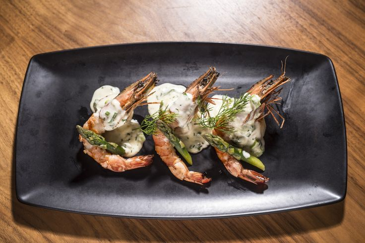 Fresh shrimps with a light white wine sauce with dill & sweet lime on a bed of tender green aspargus.  #anatoliagastronomy