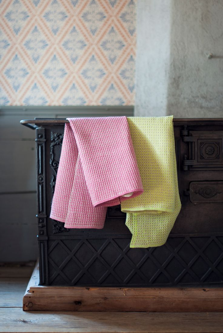 Bubbel towel. Cerise and lime. Made in sweden. Pure linen by Växbo Lin
