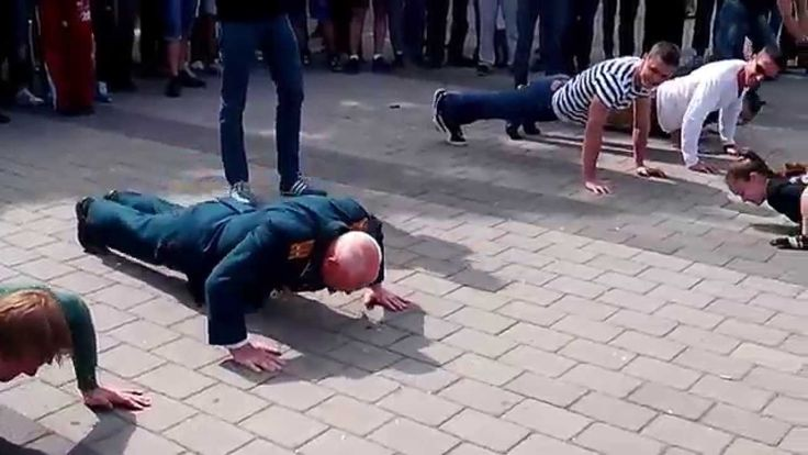 Push up competition with 75 year old - 500Views.com