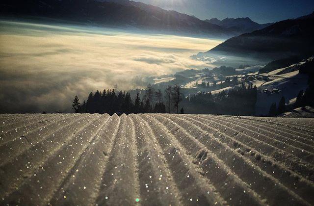 Guten Morgen euch ⛷#wintertime #superwetter #winterberg#österreich#schnee#skyline#sky#snow#skifahren#sonne#sun#snowboard#skiing#beutifel#scenery#zillertal#mayrhofen#landscape_lovers#skifahren#schönertag#zillertal#tirol#bergliebe#superpiste#❤❤❤#hausberg#gutenmorgen#sonnenschein#gutenmorgensonnenschein#