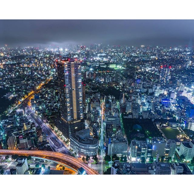Instagram【uzu_channel】さんの写真をピンしています。 《何故雨の日に行ったのだろう(゚ρ゚)  #SONY #α6000 #a6000  #サンシャインシティ #sunshinecity #サンシャイン60展望台 #skycircus #東京 #tokyo #豊島区 #ライトアップ  #special_spot_ #special_zipangu_ #nightview #nightphotography #夜景 #写真好きな人と繋がりたい #ファインダー越しの私の世界  #ダレカニミセタイケシキ #夜景ら部 #yakei_luv  #東京カメラ部 #tokyocameraclub  #gf_afterdark #ptk_night  #japan_night_view #world_bestnight  #thehub_night #total_night》
