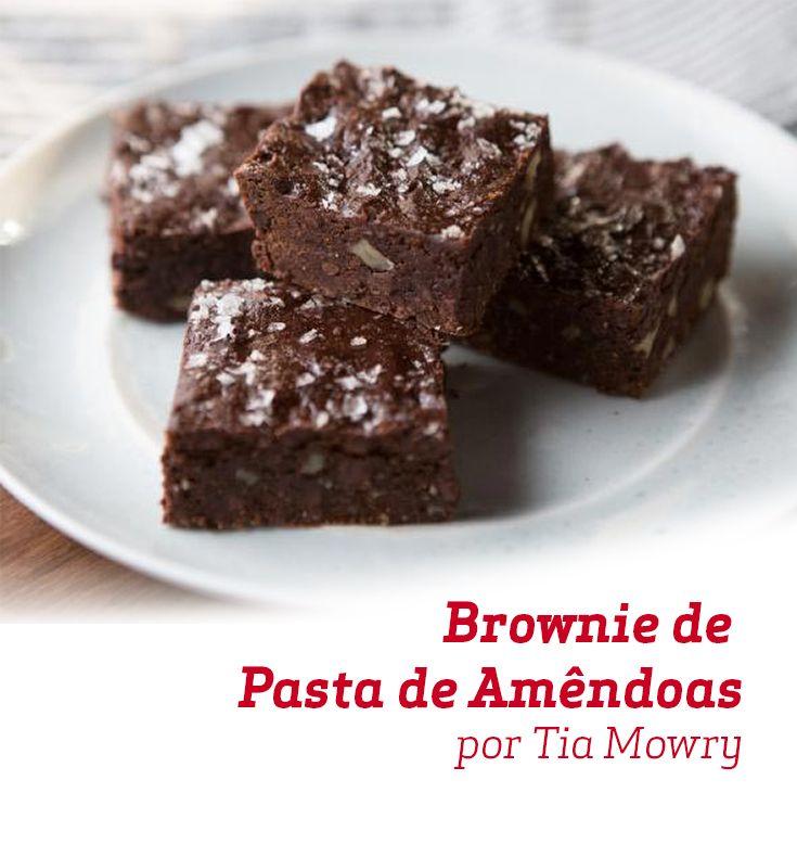 O clássico Brownie, mas agora acompanhado de uma deliciosa Pasta de Amêndoas... Que tal fazer aí na sua casa?