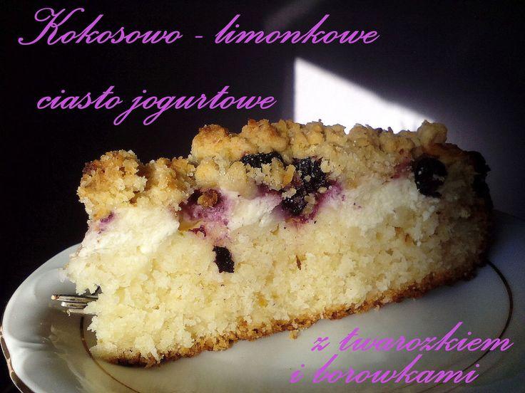 Kokosowo – limonkowe ciasto jogurtowe z serem i borówkami PRZEPIS