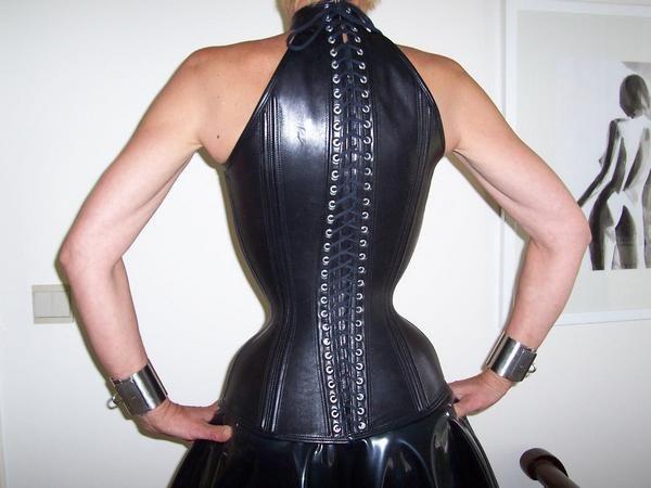 126 besten corsets bilder auf pinterest wespe korsetkost me und latex mode. Black Bedroom Furniture Sets. Home Design Ideas