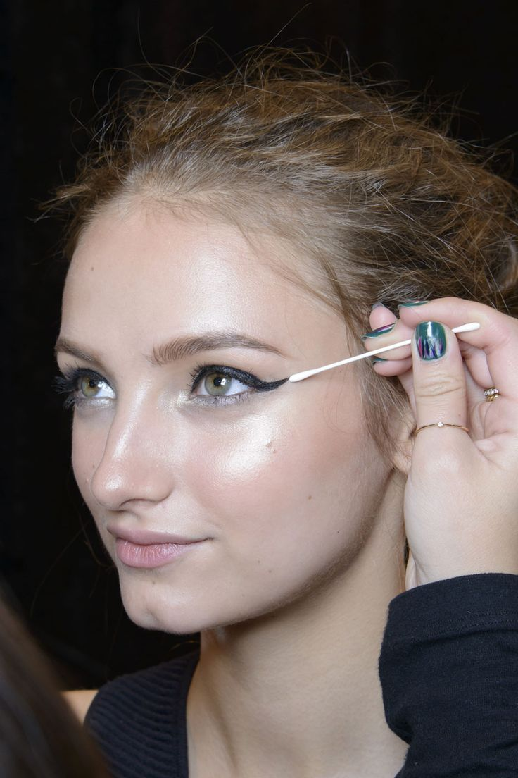 10 Things That Happen Every Time You Do a Cat Eye | Beauty High