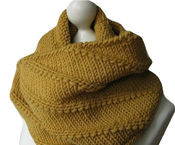 DIY Anleitung: Strick-Loop und passende Mütze stricken // fashion diy: how to knit a scarf and hat via DaWanda.com