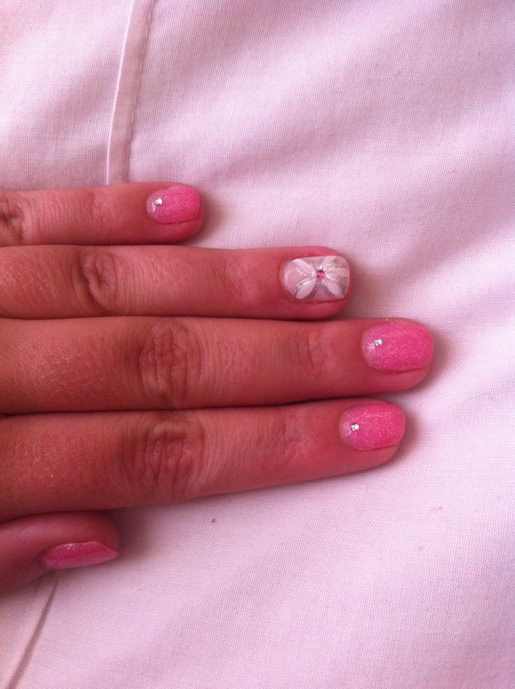 Flower nail art. Done by Designer nails George