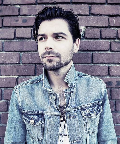 Simon Neil from Biffy Clyro aka one of the hottest people ever.