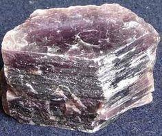 Grande poder isolante. Pedra preciosa que tem forças curativas no aparelho digestivo. Nos proporciona calor na meditação.