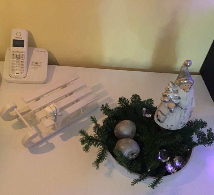 Weihnachtsdekoration in weiß / silber