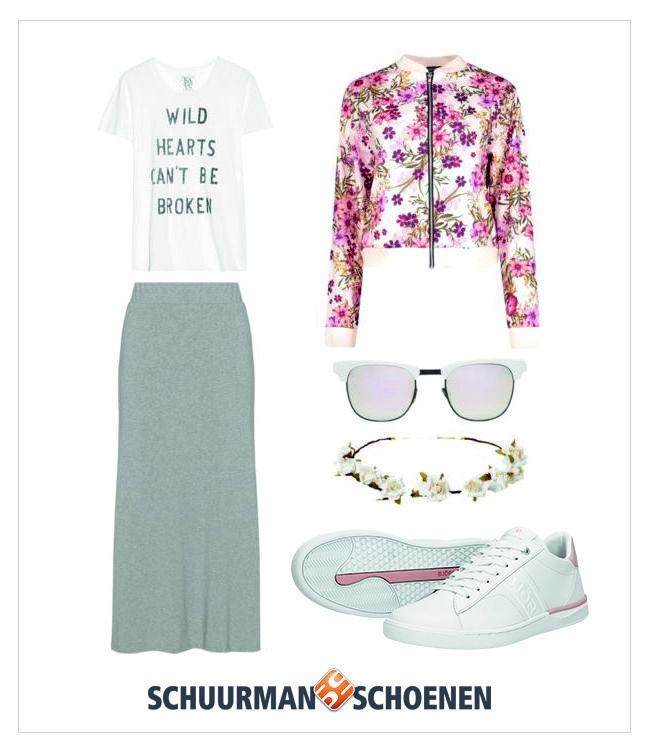 De perfecte festival outfit: een grijze maxi rok, luchtig t-shirtje, hippe zonnebril, een rozenkransje voor in je haar en een flowerpowr bomber jack voor als het wat kouder wordt. En natuurlijk mogen de witte Bjorn Borg sneakers niet ontbreken! Klik om de schoenen te bekijken in onze webshop.