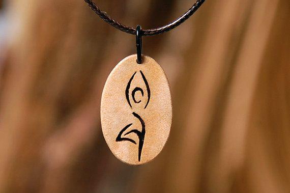 Sieh dir dieses Produkt an in meinem Etsy-Shop https://www.etsy.com/de/listing/262701508/yoga-baum-anhanger-aus-ahornholz
