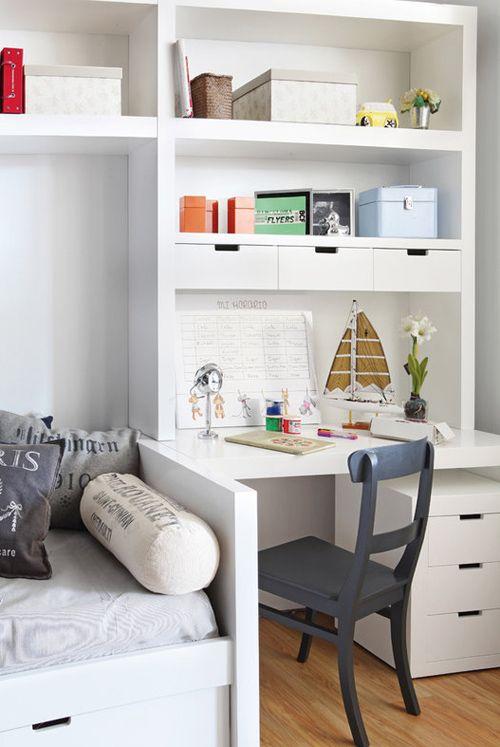 Небольшая детская комната: уютный милый уголок