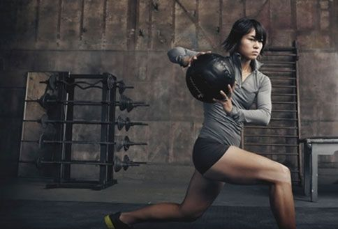 Annie Leibovitz Turns Personal Trainer for Nike Print Ads   Adweek