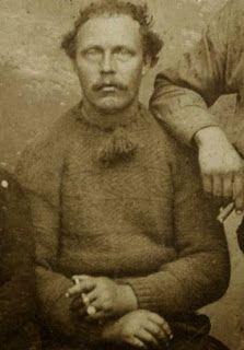 Deze foto is afkomstig uit de collectie van het Fries Museum. We zien een visser uit Wierum die een mooie handgebreide trui draagt.