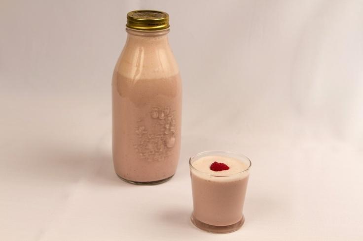 Lapte de migdale cu capsuni on http://rawveganjoy.ro/wordpress