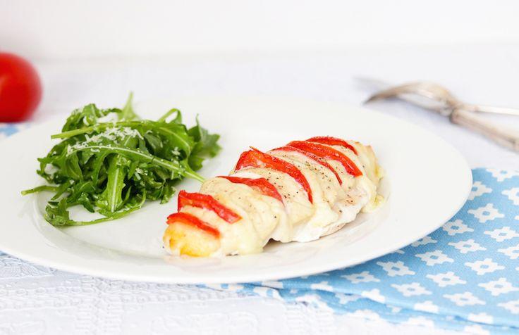 Hasselback kip caprese met simpele salade