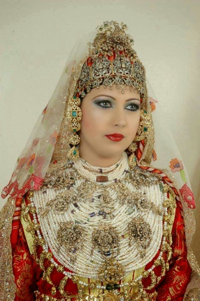 Beautiful Moroccan bride from the north of Morocco. Amazing wedding dress and jewelry.