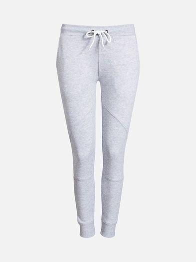 Comfortable sweats with drawstring waistband, sidepockets and ribbed hems. Vaaleanharmaa