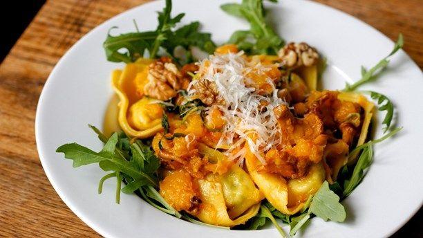 Färsk pasta med pumpa och salvia. Foto: Meny i P1