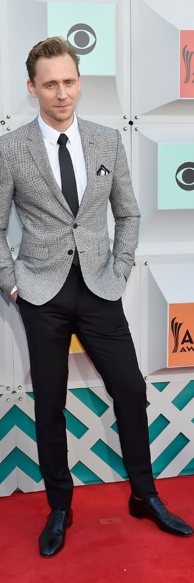 Tom Hiddleston attends the 51st Academy of Country Music Awards at MGM Grand Garden Arena on April 3, 2016 in Las Vegas, Nevada. Full size image [UHQ]: http://ww2.sinaimg.cn/large/6e14d388gw1f2kgrpmopjj21z92z2npd.jpg Source: Torrilla, Weibo