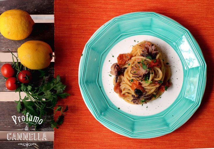 Spaghetti quadrati con moscardini e salsa di pane alle acciughe e limone