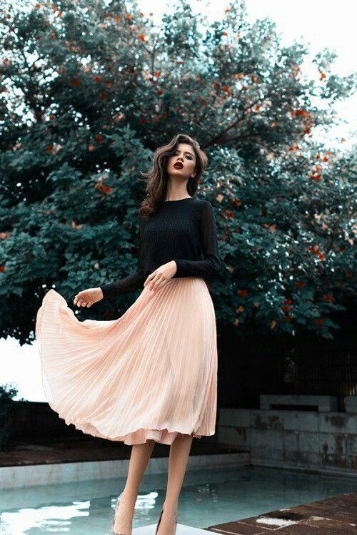 Dark lips/Light skirt combo
