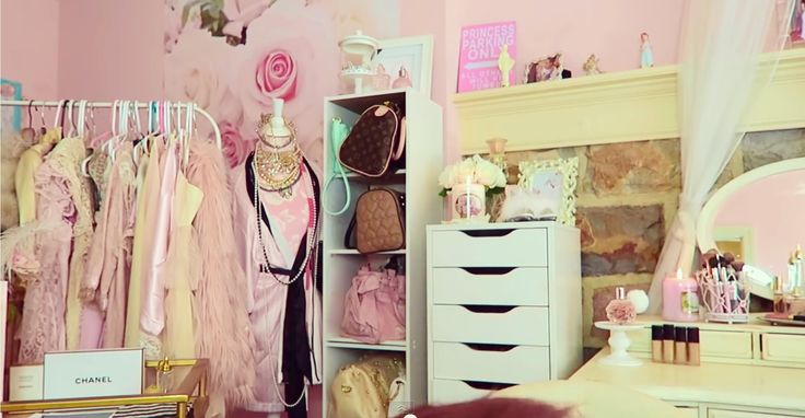 Gabi Demartinos Room   No Place Like A Glamorous Home