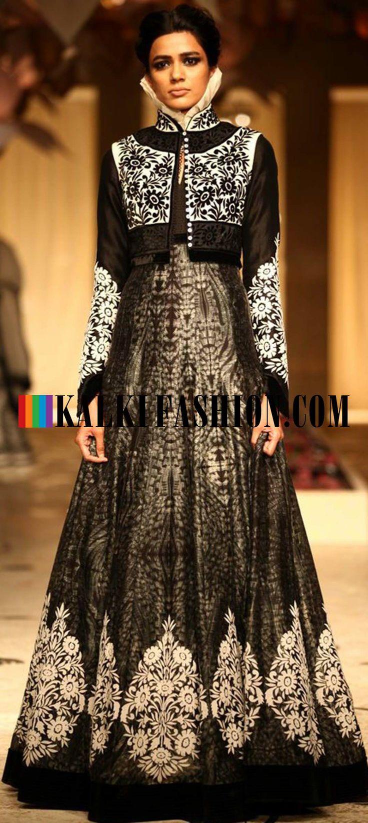 http://www.kalkifashion.com/designers/rohit-bal.htmlModels showcasing Rohit Bal's fabulous bridal and groom collection at Indian Bridal Fashion Week 2013 at Mumbai