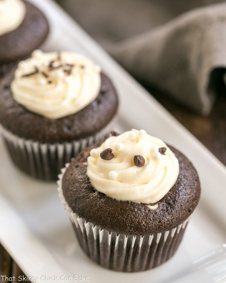 Frosted Black Bottom Cupcakes | Cocoa Cupcakes with a chocolate chip studded cream cheese filling and a swirl of dreamy cream cheese frosting #chocolate #cupcakes