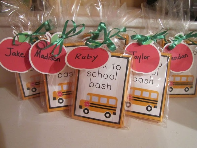 Cutest classroom party ideas!: Craft, Gift Ideas, Teacher Ideas, School Bash, Photo, Classroom Ideas, Party Ideas, Back To School, Backtoschool