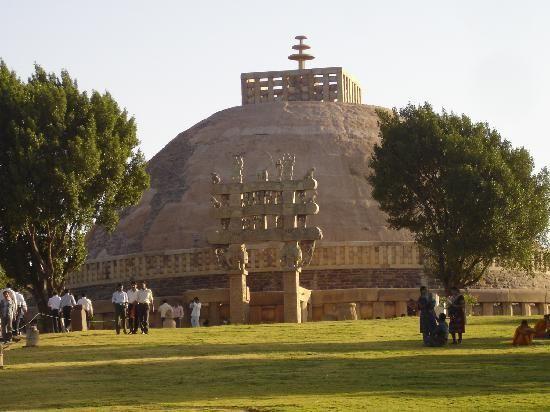 Ricco patrimonio dell'India e della diversità culturale ricevono applausi globale. Traccia storico del paese trova la riflessione di monumenti e strutture maggior parte dei quali indossano la corona di patrimonio mondiale dell'UNESCO.