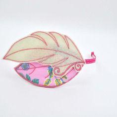 Serre-tête romantique, plume en feutrine beige et rose et feuille en tissu liberty rose, bleu et vert