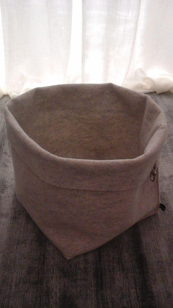 Box magazine rack felt Dafne 100% wool Cm. 30 x 30 height cm. 38 Color light grey Price € 40.00 #design #dafne #rackfelt #box