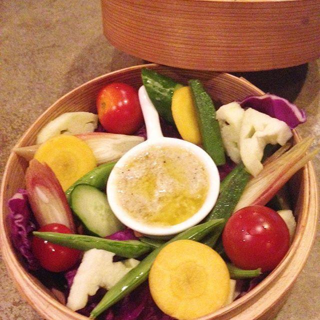 皆様こんにちわ 中目黒にあるダイニング stove(ストーブ)です!  6月より、定休日を日曜日とさせて頂きます。 よろしくお願いします。  写真は最近中目黒のギャルに大人気なせいろで蒸すしらすのバーニャカウダです! たべきてー!  #日本#Japan #東京 #tokyo #中目黒 #Nakameguro #ダイニング #dining #居酒屋 #izakaya #バー #bar #肉 #meet #魚 #fish #酒 #sake #日本酒 #nihonshu #kale #ケール #vegetable #野菜 #organic #オーガニック #photogenic #フォトジェニック #beauty #amazing 【団体様の宴会、各種パーティーのご予約受付中〜】 忘年会、歓送迎会、貸切パーティー、女子会、結婚式の二次会、3次会など、ご利用シーンやお好み、ご予算に合わせてできる限り対応致しますので、お気軽にお問い合わせください!