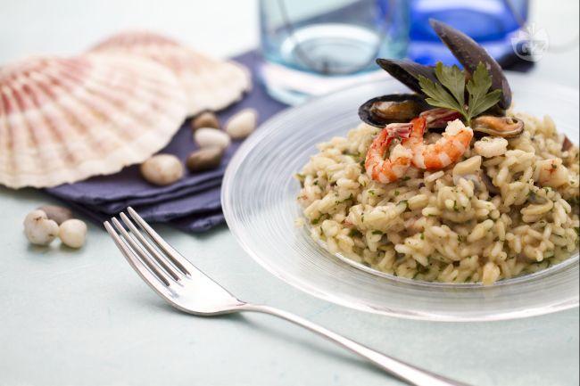 Il risotto ai frutti di mare è un primo piatto classico della cucina italiana, ottimo se preparato con il pesce fresco e di buona qualità.