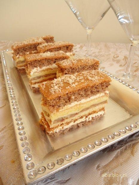 Ciasto orzechowo - jabłkowo - karmelowe.